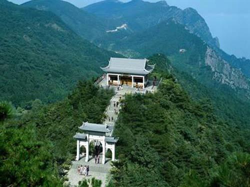西九华山旅游风景区森林覆盖率达95%以上,并有多处原始森林;整个